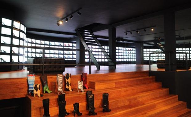 United nude amsterdam ledbox for Salon audiovisuel amsterdam