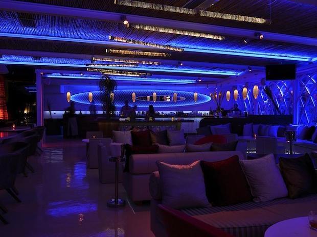 M Ultra Lounge - 1a