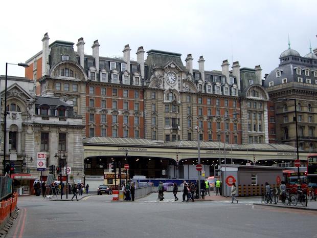 Plaza - Victoria Station - 10