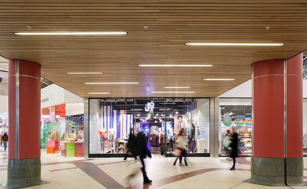 Plaza - Victoria Station - 8